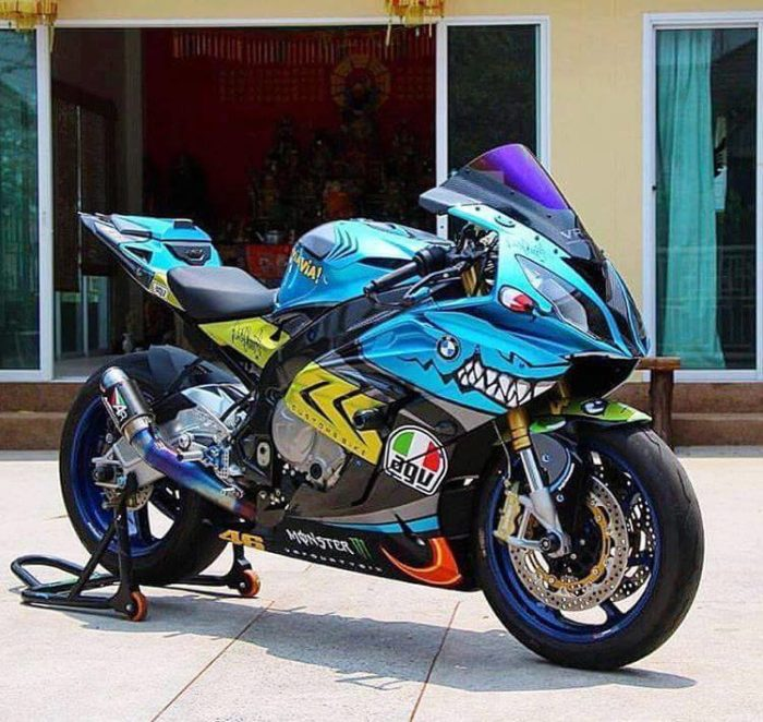 Amazing Valentino Rossi Shark Motorcycle Paint Job Valentino